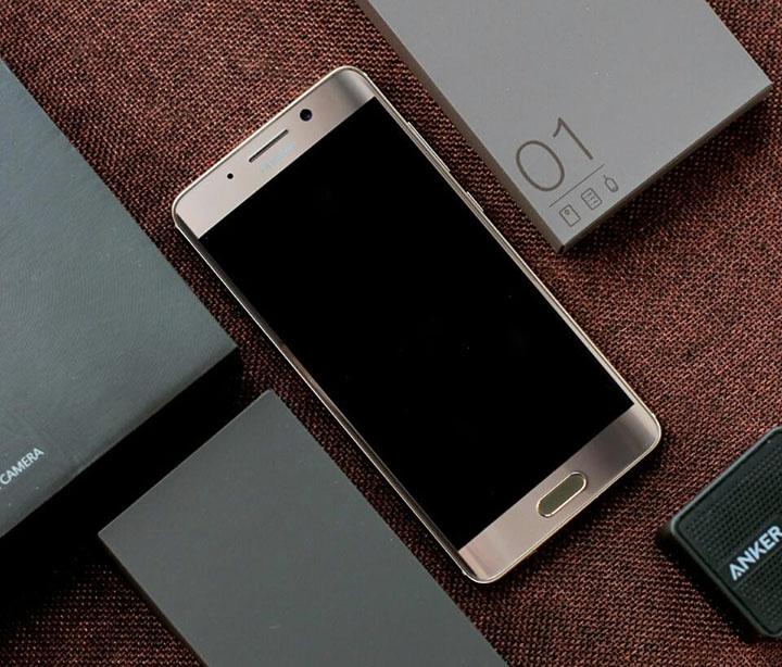 Huawei Mate 9 заполчаса зарядится практически на60%