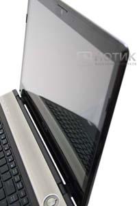Ноутбук Asus N61JQ в раскрытом состоянии, видна панель, скрывающая динамики и встроенная камера, над монитором
